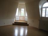 Großzügige Dachgeschosswohnung mit Erker 35504