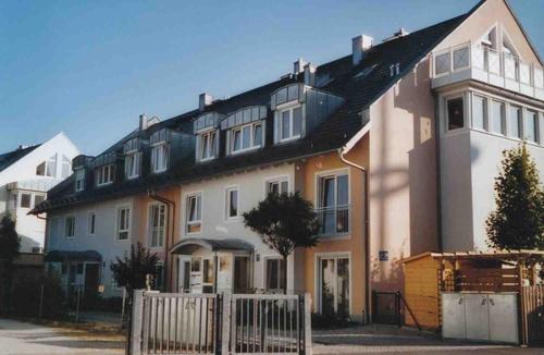 gartenwohnung in bogenhausen von privat. Black Bedroom Furniture Sets. Home Design Ideas