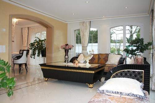 luxuri ses elegantes repr sentatives villenanwesen in bester lage. Black Bedroom Furniture Sets. Home Design Ideas