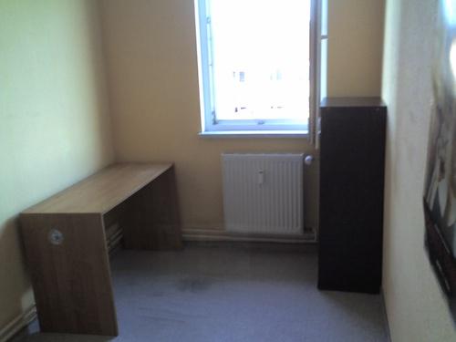 teilm bliertes 8qm zimmer in 3er wg. Black Bedroom Furniture Sets. Home Design Ideas