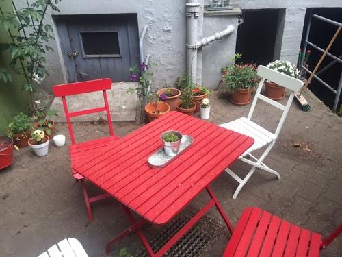 kernsanierte 3 zi altbau wohnung mit balkon im eg. Black Bedroom Furniture Sets. Home Design Ideas